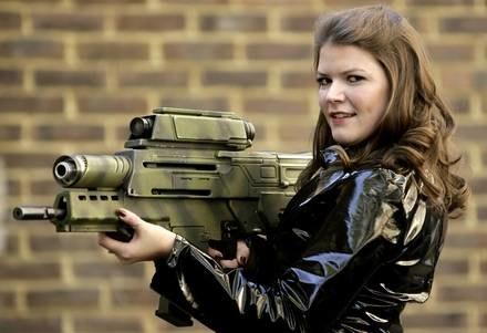Kto kupi pistolety agenta? /AFP