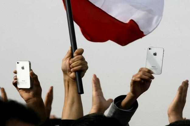 Kto ma iPhone'a ręka do góry! /AFP