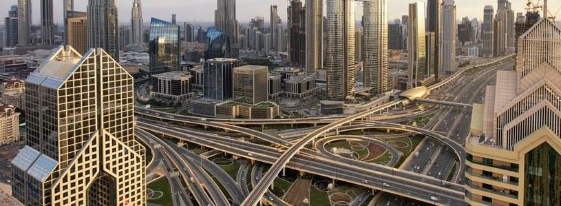 Kto mieszka w Dubaju, musi przyzwyczaić się do korków /123RF/PICSEL