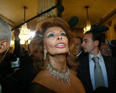 Kto myśli, że Loren się postarzała, niech wie, że jej rówieśniczką jest Brigitte Bardot. /AFP
