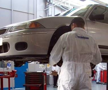 Kto naprawia nasze auta?