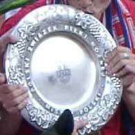 Kto odbierze paterę za tytuł mistrzowski w sezonie 2003/2004? /INTERIA.PL