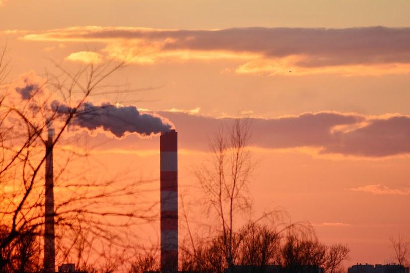 Kto otrzyma pieniądze z uprawnień do emisji CO2? /123RF/PICSEL