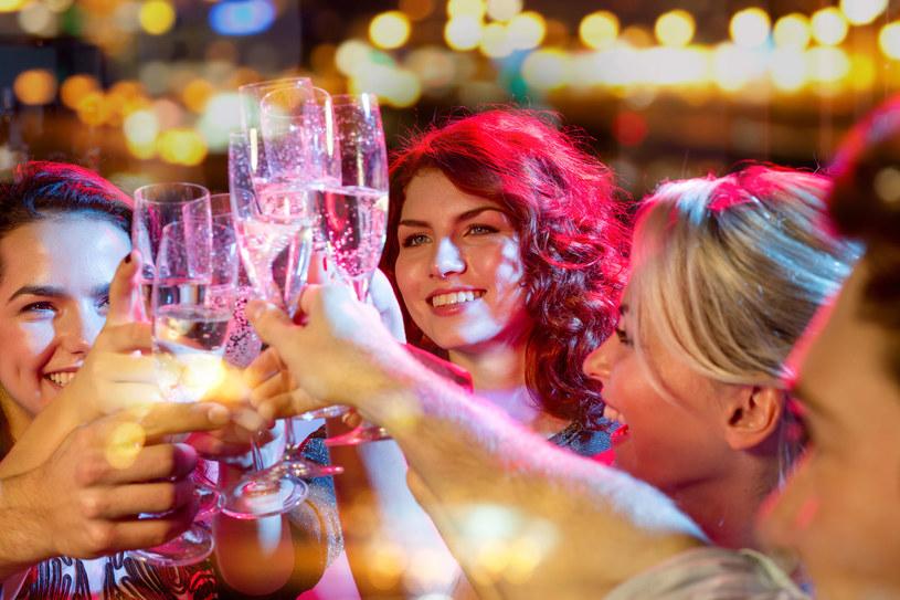 Kto powiedział, że sylwester zawsze musi upływać na szampańskiej zabawie? /123RF/PICSEL