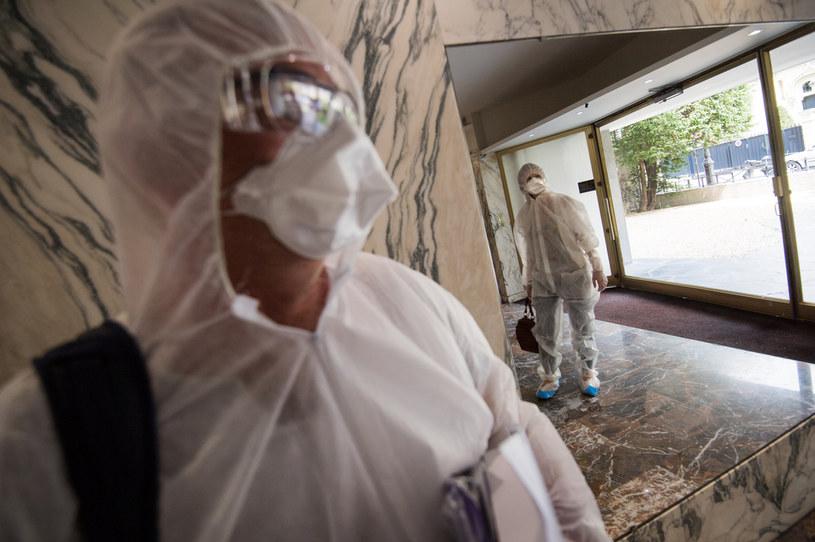 Kto się bogaci na koronakryzysie? /AFP