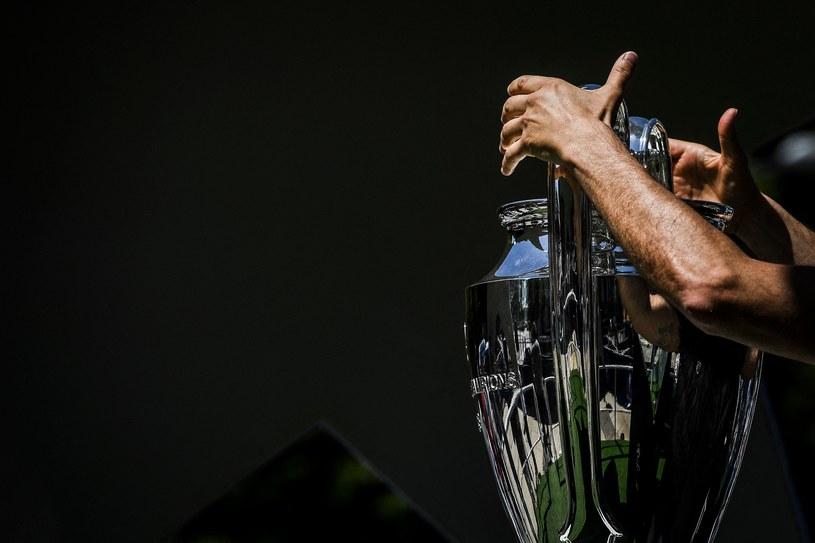 Kto tym razem wzniesie puchar przeznaczony dla triumfatora Ligi Mistrzów /PATRICIA DE MELO MOREIRA /AFP