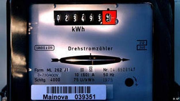 Kto zalega firmie energetycznej w Niemczech co najmniej 100 euro, musi liczyć się z odcięciem prądu /Deutsche Welle