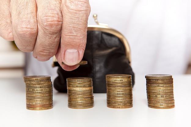 Kto zapłaci za obniżenie wieku emerytalnego? /©123RF/PICSEL