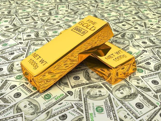 Kto zarabia na inwestycjach w złoto? /©123RF/PICSEL