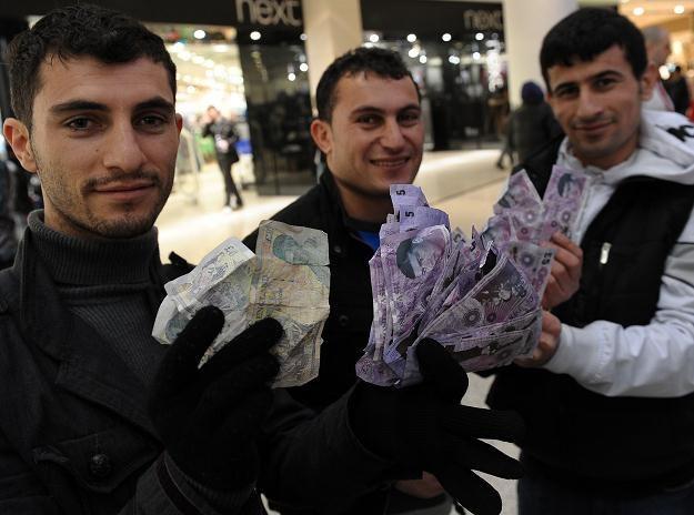 Kto zarabia na tych tych cłach? /AFP