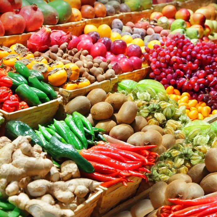 Które owoce i warzywa można kupować, gdy są niedojrzałe? /©123RF/PICSEL