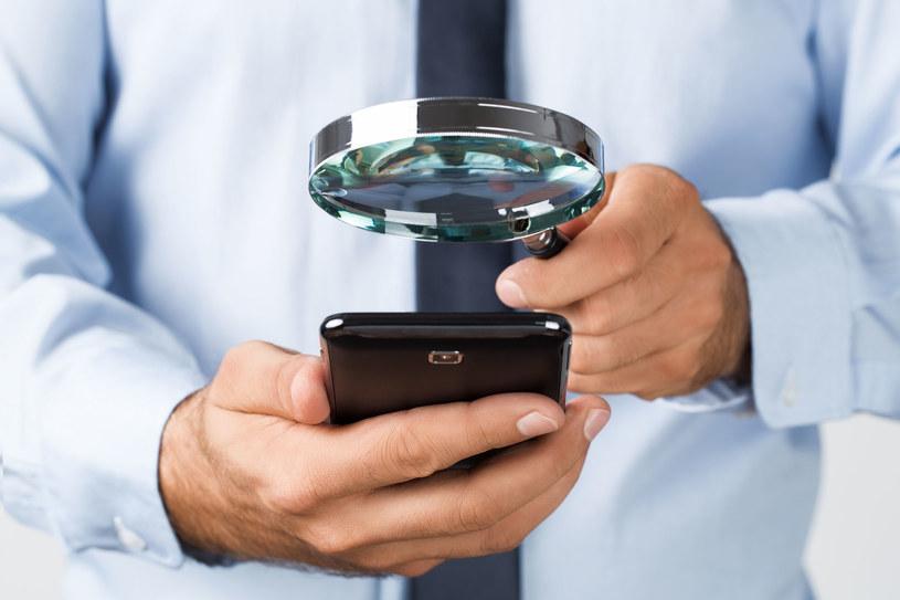 Które z chińskich, tanich smartfonów mogą nas śledzić? /123RF/PICSEL