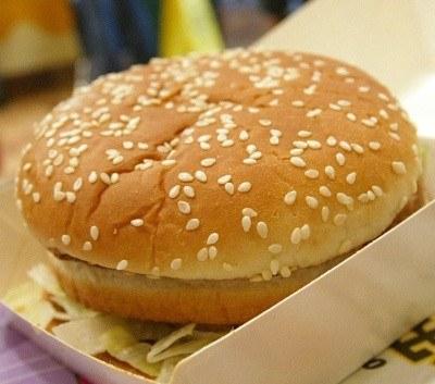 Który naród najbardziej lubi hamburgery? /AFP