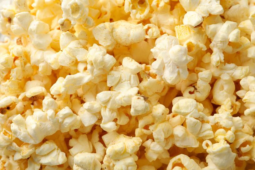 Którzy z nas nie mają od czasu do czasu ochoty na popcorn? /123RF/PICSEL