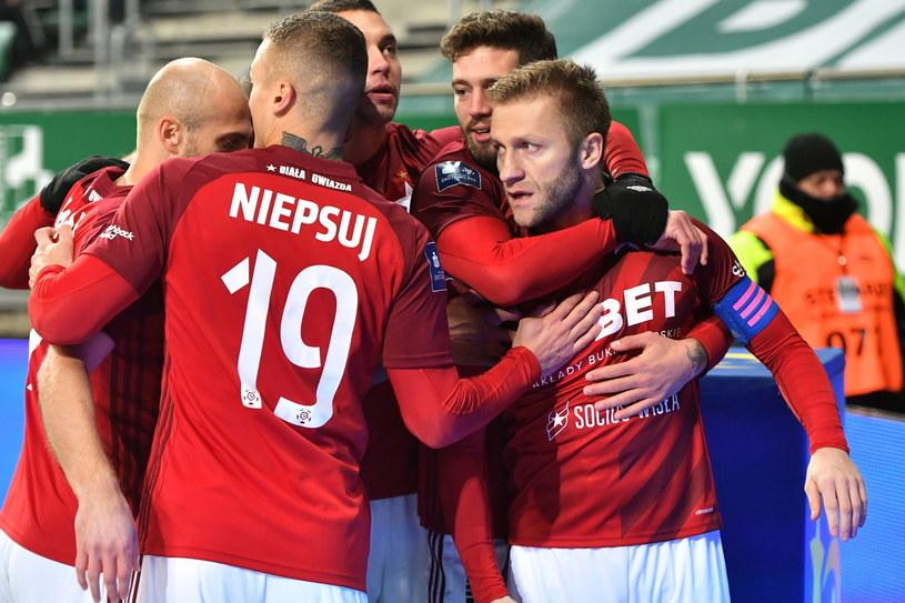 Kuba Błaszczykowski dał prowadzenie Wiśle we Wrocławiu, ale zespół wrócił do Krakowa bez punktów / Maciej Kulczyński    /PAP