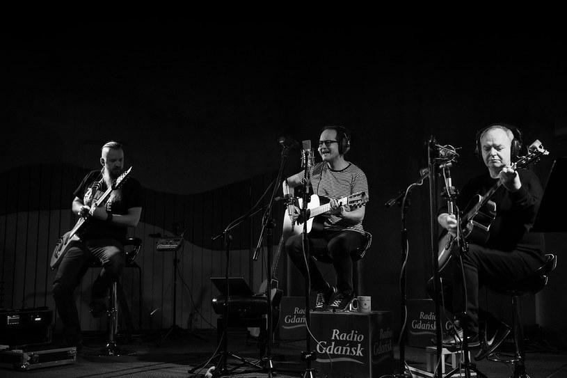 Kuba Nowak, Jacek Bończyk i Zbigniew Krzywański podczas koncertu w Radiu Gdańsk /Roman Jocher    /materiały prasowe