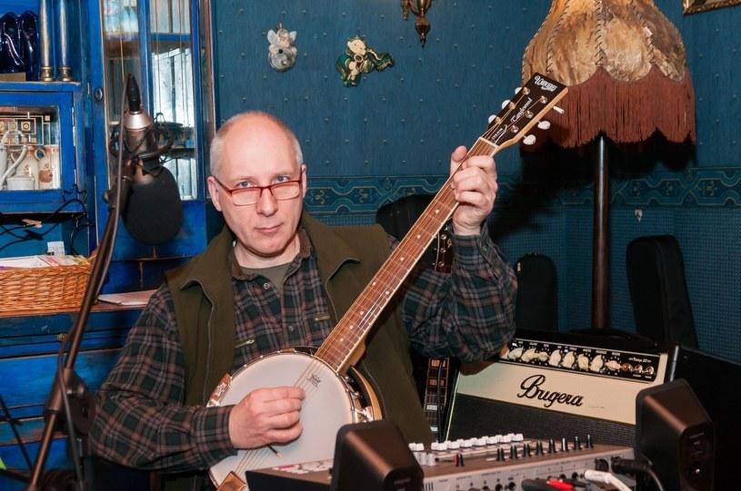 Kuba Sienkiewicz – wokalista, autor tekstów, lider zespołu Elektryczne Gitary, czynnie pracujący doktor neurologii. Ma 56 lat, żonę i pięcioro dzieci. Mieszka w Warszawie /East News