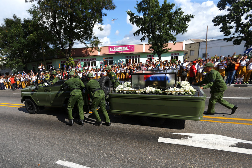 Kubańczycy żegnają Fidela Castro /REUTERS/Ivan Alvarado /Agencja FORUM