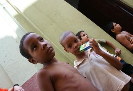 Kubańskie dzieci cieszą się z najdrobniejszych prezentów /INTERIA.PL - Adam Nietresta