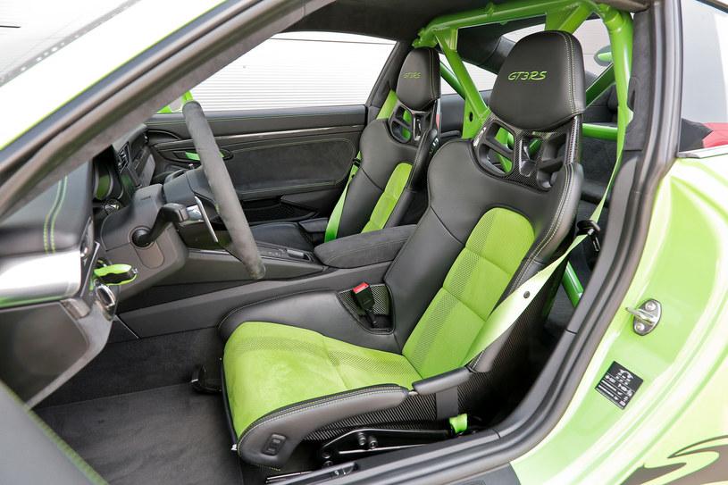 Kubełkowe fotele nie mają regulacji pochylenia oparcia. Za kierownicą GT3 RS siedzi się bardzo nisko. /Motor