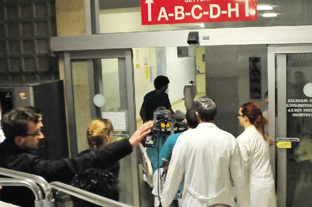 Kubica przewożony z oddziału intensywnej terapii  do jednoosobowego pokoju na ortopedii /AFP