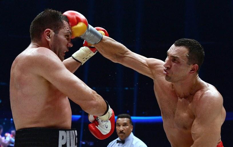 Kubrat Pulew (z lewej) przegrał z Władimirem Kliczką /AFP