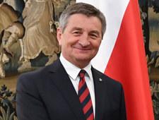 """Kuchciński czyta angielski """"po polsku"""""""