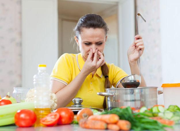 Kuchenne nieładne aromaty nie muszą psuć atmosfery /123RF/PICSEL