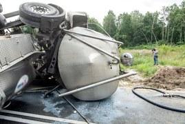 Kujawsko-pomorskie: Wypadek cysterny z mlekiem