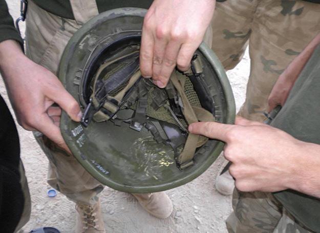 Kula w hełmie. Żołnierz żyje /fot. PKW Afganistan /