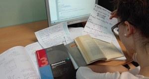 Podobnie jak tysiące nastolatków w Polsce zdaje w maju maturę. Na RMF24 pisze, jak idą jej przygotowania do egzaminu. Ale nie tylko…