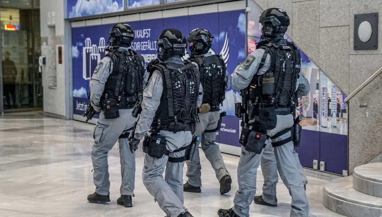 Kulisy alarmu w Stuttgarcie. Rozmowy o ataku, zdjęcia i wiele pytań