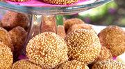 Kulki sezamowe z pastą z czerwonej fasoli i bananami