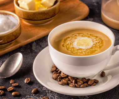 Kuloodporna kawa (bulletproof coffee): Czy warto ją pić?