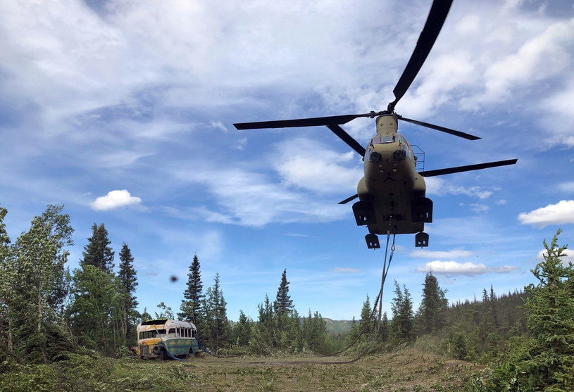 Kultowy bus znika z Alaski /Alaska National Guard/Associated Press /East News