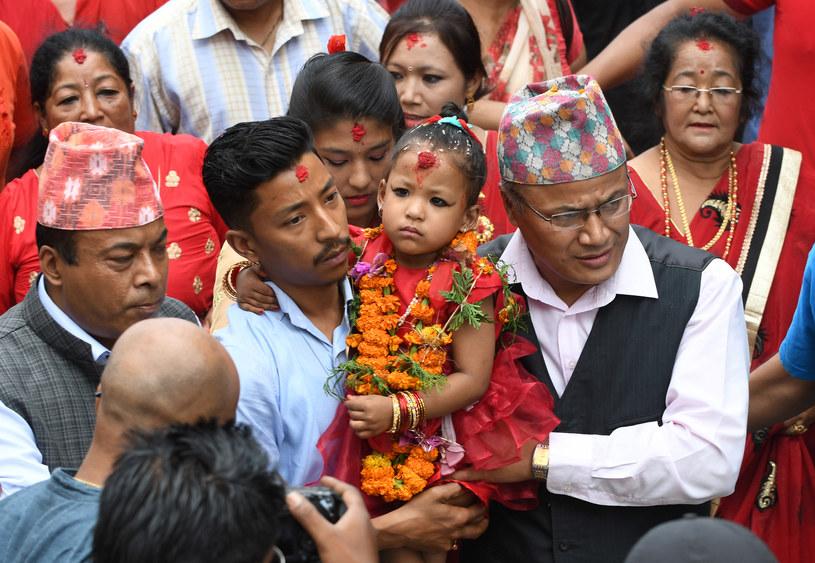 Kumari wszędzie noszona jest w lektyce /PRAKASH MATHEMA /AFP