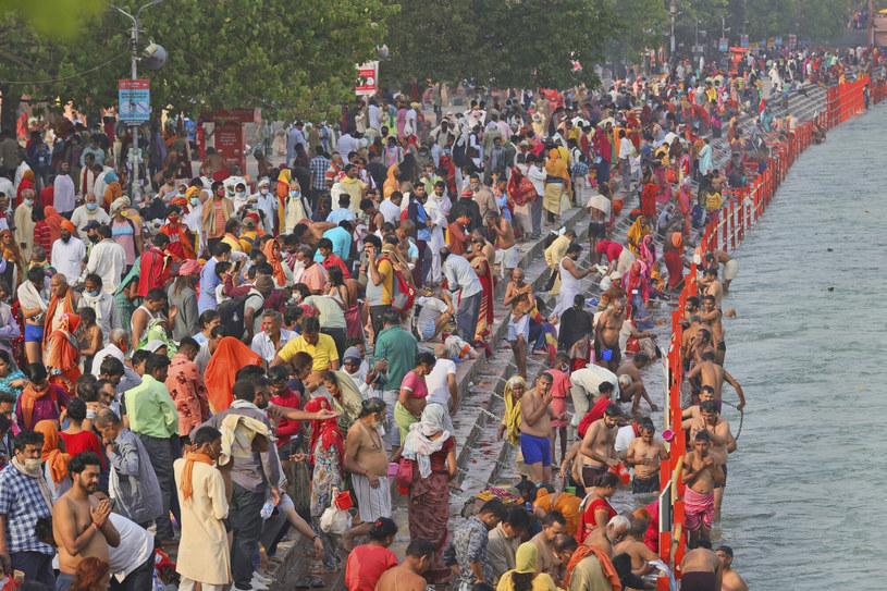 Kumbhamela w Haridwarze. Tłumy gromadzą się nad Gangesem /AP/Associated Press/East News /East News