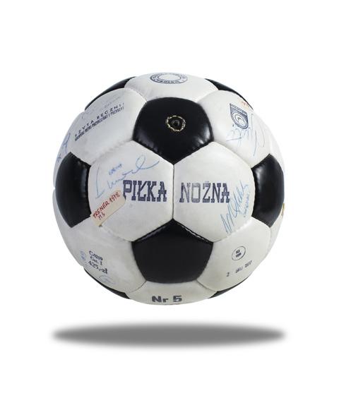 Kup piłkę, pomóż chorym! /Materiały prasowe