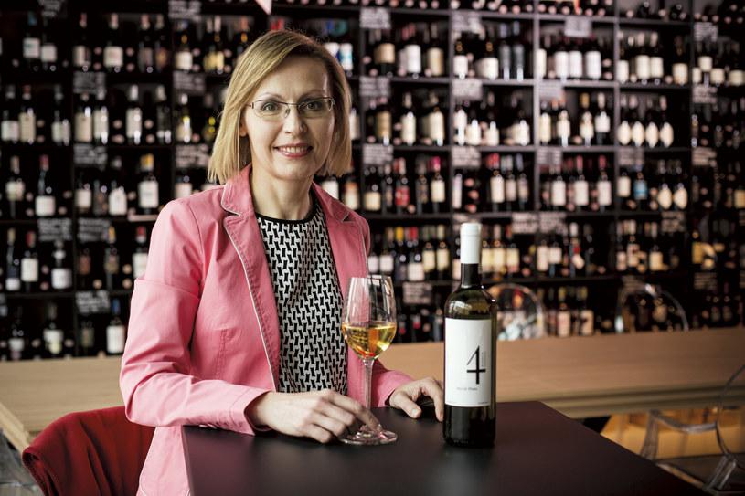 Kupować to nie sztuka, trudniej wyprodukować. Monika Dziedzic, będąc w Bordeaux, założyła się, że stworzy w Polsce własne wino. A że jest prawnikiem, nie lubi przegrywać. fot. Adam Kozak /Twój Styl