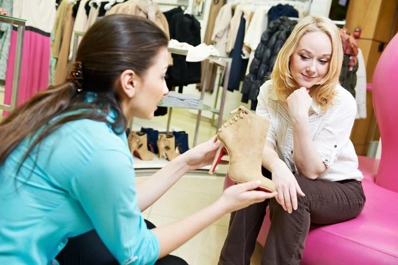 Kupuj buty popołudniu, a unikniesz wpadki /123RF/PICSEL