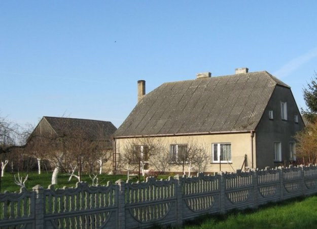 Kupując dom kryty eternitem należy liczyć się z koniecznością jego usunięcia /Home Broker