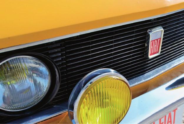 Kupując klasyka, warto zwrócić uwagę na jego kompletność. Nawet logotyp może kosztować 150 zł. /Motor