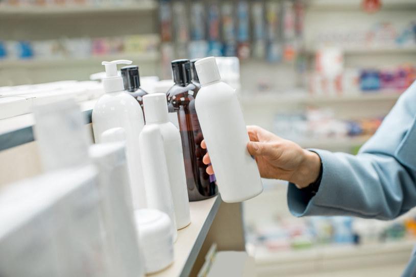 Kupując kosmetyki warto wczytać się w ich skład i przeznaczenie /123RF/PICSEL