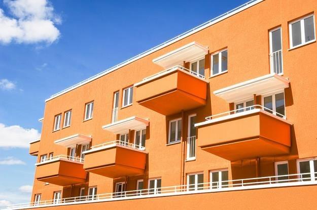 Kupując nieruchomość trzeba uważać na sąsiadów /©123RF/PICSEL