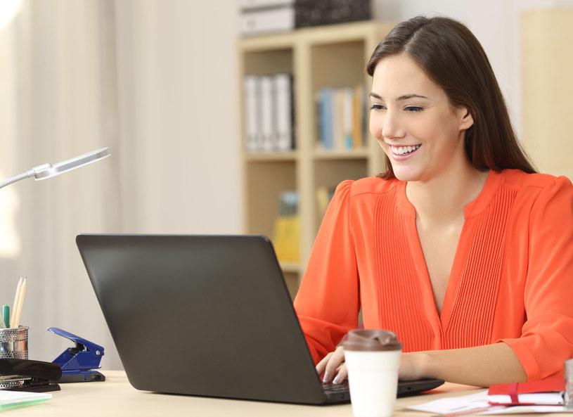 Kupując przez internet możesz sporo zaoszczędzić! /123RF/PICSEL