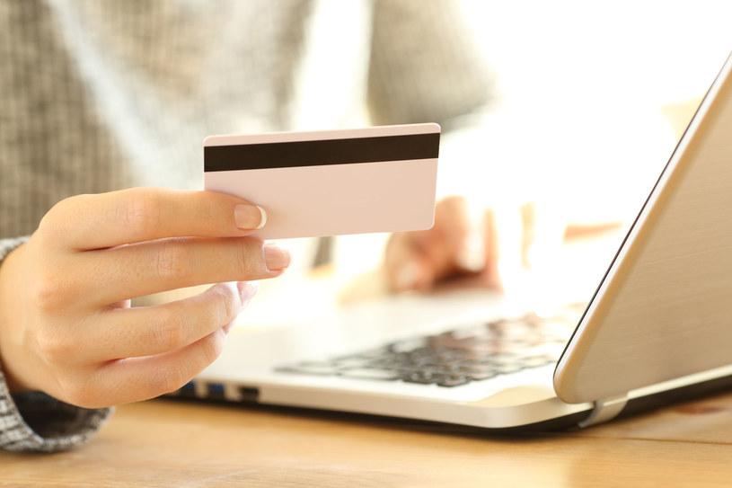 Kupując smartfon przez internet warto się zastosować do kilku prostych zasad bezpieczeństwa /123RF/PICSEL