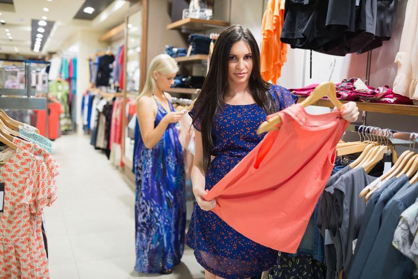 Kupując ubrania kieruj się nie tylko ich wyglądem, ale także składem /123RF/PICSEL
