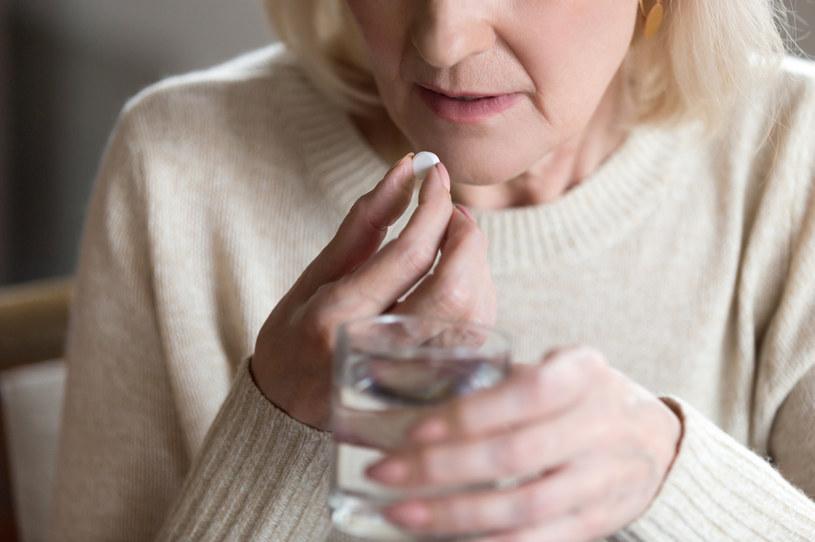 Kuracja hormonalna to niejedyny sposób na menopauzę /123RF/PICSEL