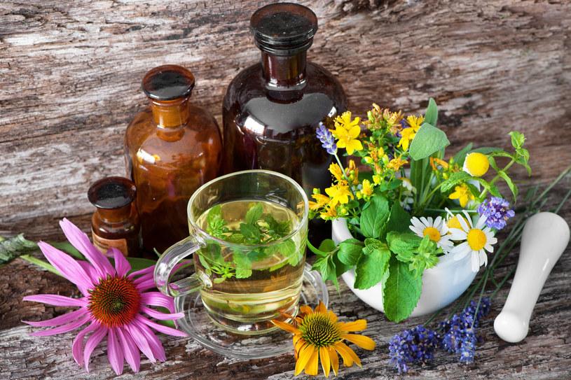 Kuracje ziołowe skutecznie uspokoją zszargane nerwy /123RF/PICSEL