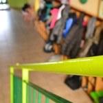 Kurator żąda otwarcia szkoły, wójt rozkłada ręce, tracą uczniowie